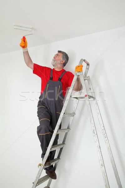 Werknemer schilderij kamer plafond witte verf Stockfoto © simazoran