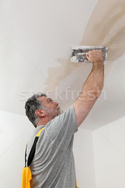 Foto stock: Trabalhador · gesso · teto · casa · construção