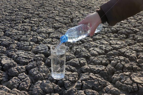 Mão água secar terreno mão humana Foto stock © simazoran