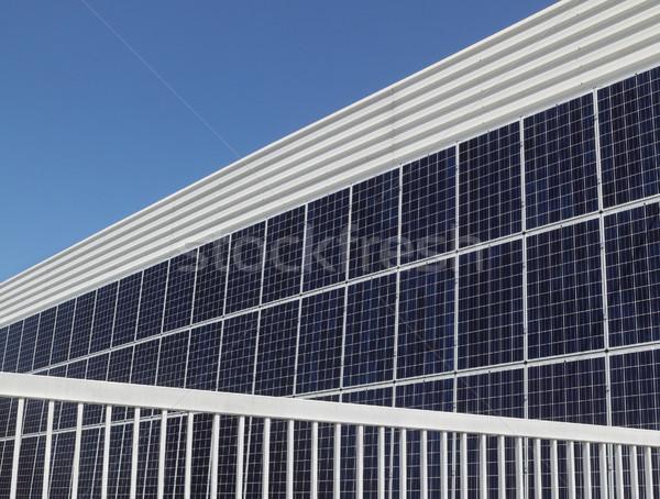 Güneş enerjisi modern bina duvar fotovoltaik alternatif elektrik Stok fotoğraf © simazoran