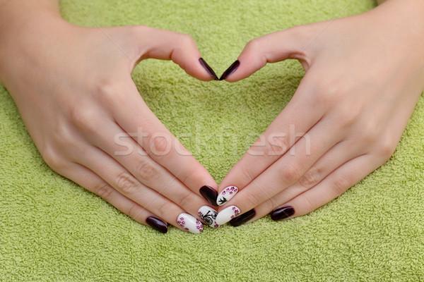 Szépségápolás körmök kezek előadás szív felirat Stock fotó © simazoran