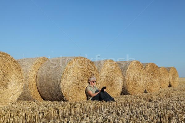 農家 調べる 麦畑 収穫 タブレット 女性 ストックフォト © simazoran