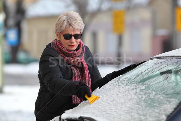 Winterlandschap bestuurder schoonmaken windscherm auto sneeuw Stockfoto © simazoran