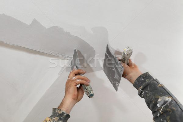 Travailleur plâtre plafond mur coin Photo stock © simazoran