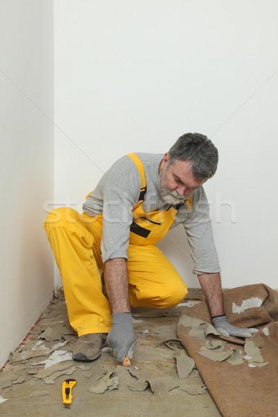 Lavoratore coltello pulizia piano colla gomma Foto d'archivio © simazoran