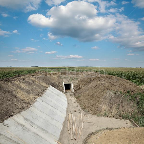Rolnictwa nawadnianie kanał budowa dziedzinie nowego Zdjęcia stock © simazoran
