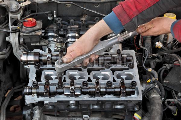 Automotive cilinder hoofd monteur twee Stockfoto © simazoran