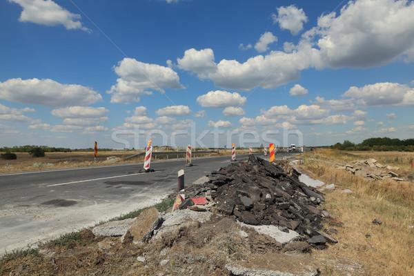 Autópálya út újjáépítés jelzőtáblák kék ég felhők Stock fotó © simazoran