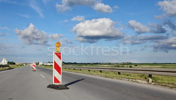 Yol yapımı yol işareti karayolu yeniden yapılanma mavi gökyüzü Stok fotoğraf © simazoran
