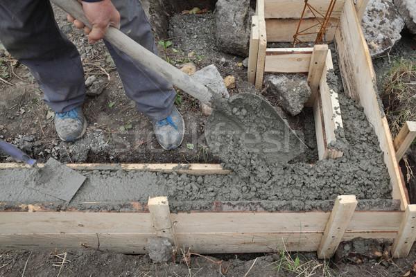 Travailleur de la construction concrètes fondation travailleur Photo stock © simazoran