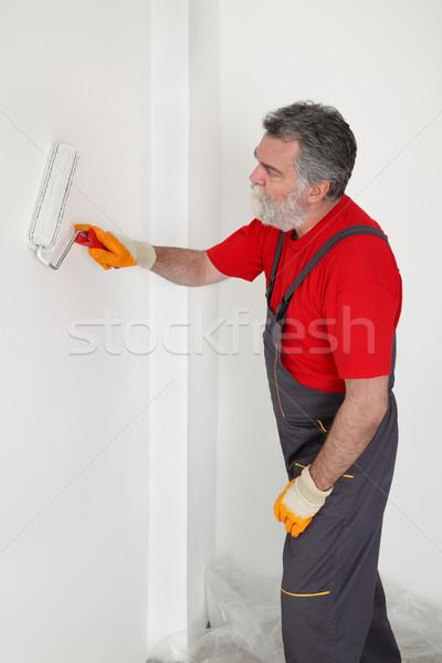 Işçi boyama duvar oda beyaz boya Stok fotoğraf © simazoran