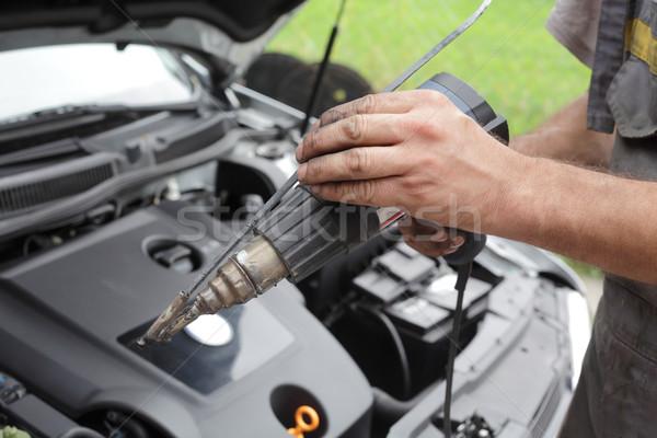 Műanyag hegesztő emberi kéz tart modern autó Stock fotó © simazoran