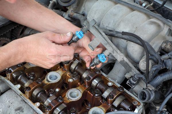Autóipari autó szerelő megjavít üzemanyag kettő Stock fotó © simazoran