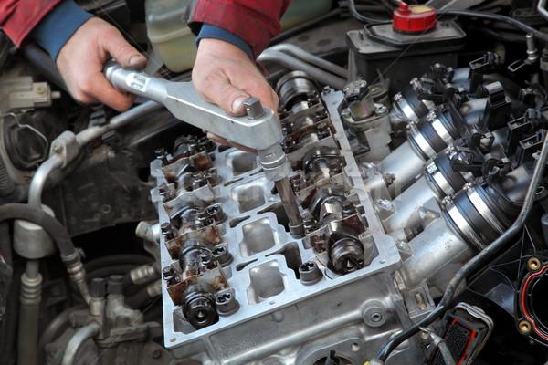 Stockfoto: Automotive · cilinder · hoofd · monteur · twee