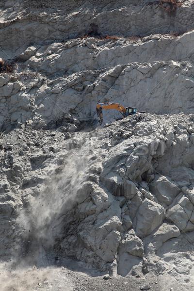 Taşlar dağ ekskavatör yol yapımı Stok fotoğraf © simazoran