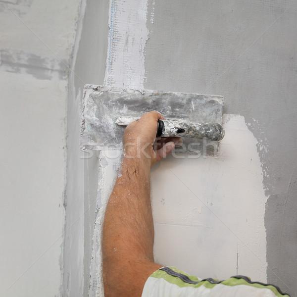 Travailleur plâtre mur main bâtiment Photo stock © simazoran