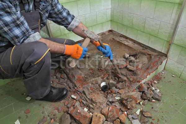 Otthon rendbehoz fürdőszoba munkás öreg fürdőkád Stock fotó © simazoran