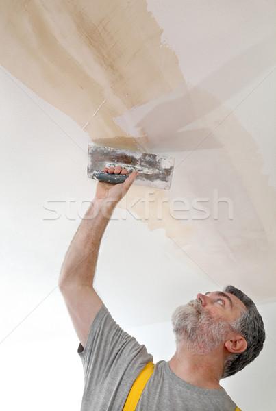 Travailleur plâtre plafond maison construction Photo stock © simazoran