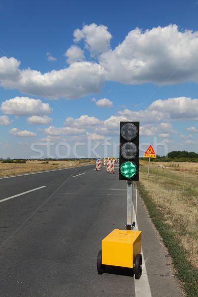 Rodovia estrada reconstrução semáforo sinais de trânsito blue sky Foto stock © simazoran