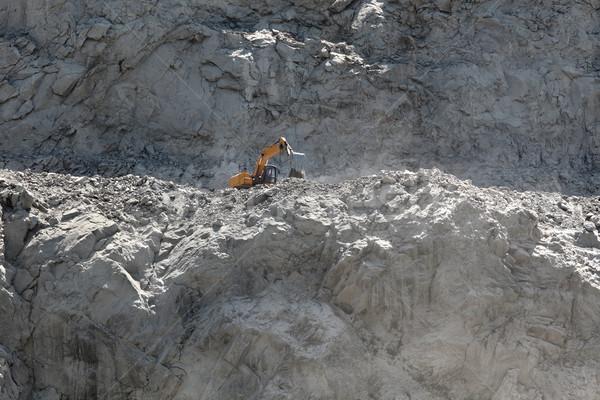 Kövek ásatás hegy kotrógép útépítés helyszín Stock fotó © simazoran