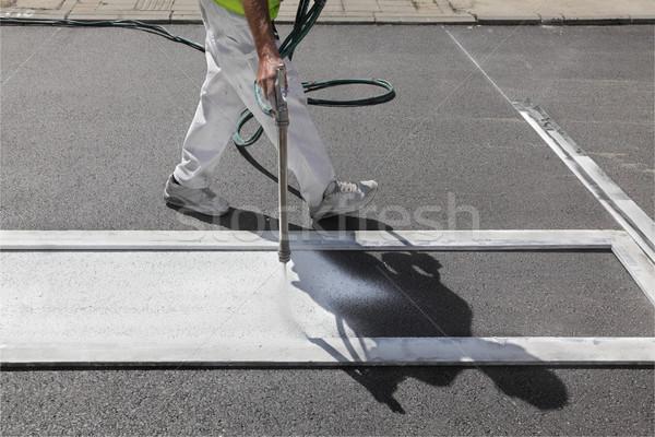 Przejście dla pieszych malarstwo pracownika pieszy ulicy Zdjęcia stock © simazoran