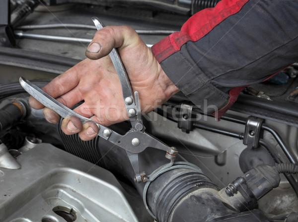 Autóipari szerelő megjavít szerszám autó gép Stock fotó © simazoran