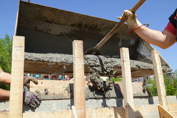 építkezés munkás áramló beton zsaluzás épület Stock fotó © simazoran