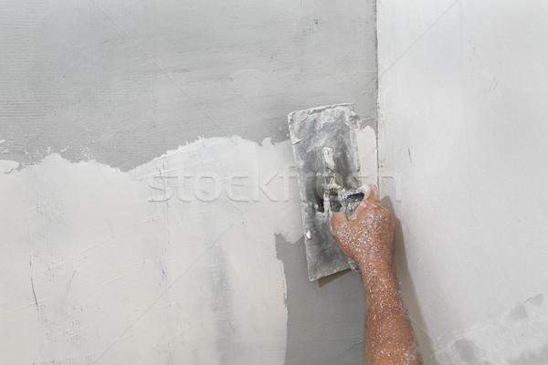 Munkás tapasz sérült fal javít kéz Stock fotó © simazoran