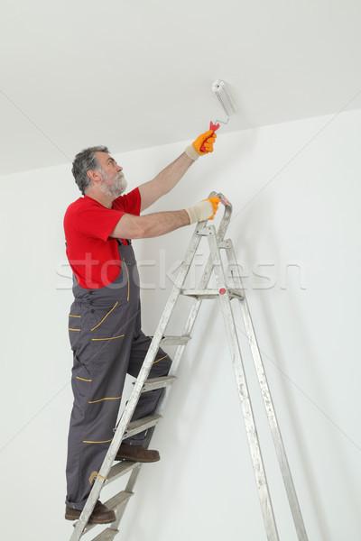 Trabalhador pintura teto quarto pintar casa Foto stock © simazoran