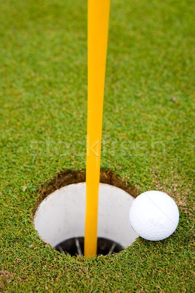 Сток-фото: мяч · для · гольфа · дыра · тесные · гольф · лет · зеленый