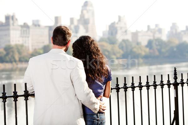Pareja fecha ciudad parque sonrisa amor Foto stock © SimpleFoto