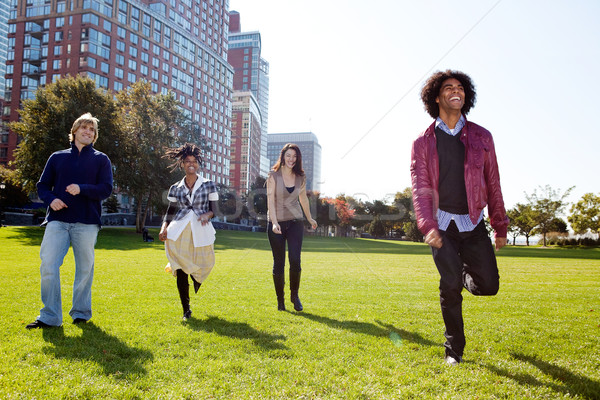 Gelukkige mensen groep lopen camera scherp focus Stockfoto © SimpleFoto