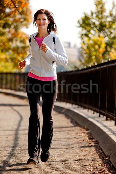 Jogging jonge vrouw pad park meisje gelukkig Stockfoto © SimpleFoto