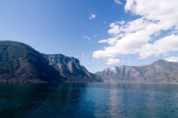 Budynku górskich deszcz ocean jezioro powrót Zdjęcia stock © SimpleFoto