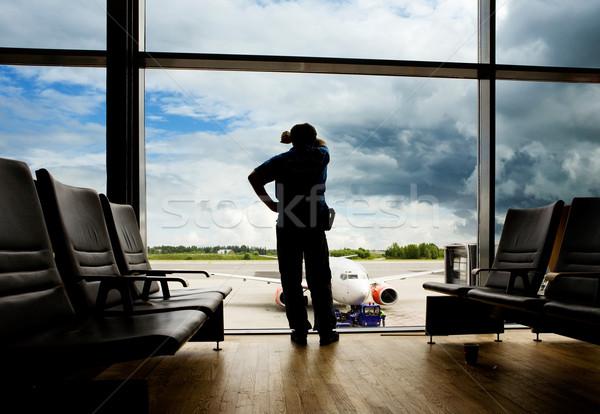Aeropuerto transferir masculina espera dormir Foto stock © SimpleFoto