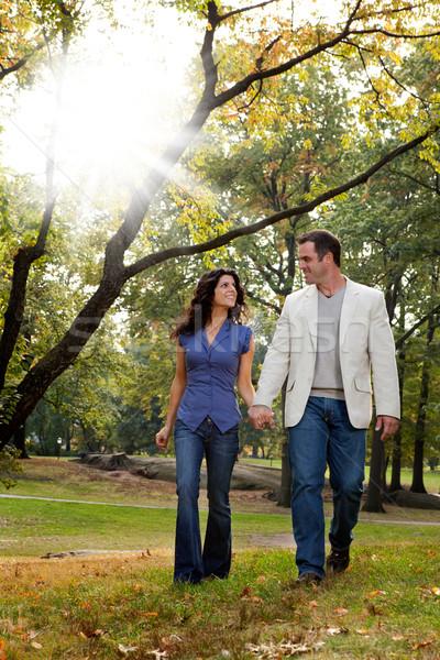 Parco Coppia piedi felice piedi guardando Foto d'archivio © SimpleFoto