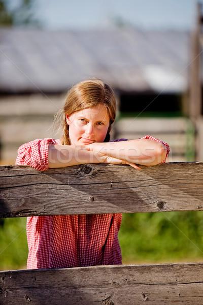 Vidék farm lány elvesz törik munka Stock fotó © SimpleFoto