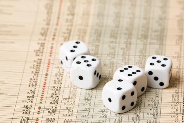 Mercato azionario decisione dadi classifiche giornale soldi Foto d'archivio © SimpleFoto