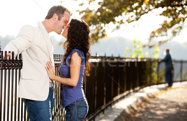 любви поцелуй счастливым пару целоваться парка Сток-фото © SimpleFoto