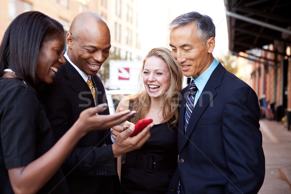 Mostrar teléfono gente de negocios mirando teléfono celular Foto stock © SimpleFoto