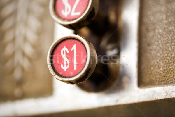 Une dollar bouton rétro caisse enregistreuse peu profond Photo stock © SimpleFoto