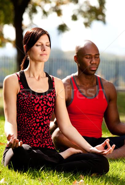 Stockfoto: Twee · mensen · mediteren · stad · park · meisje