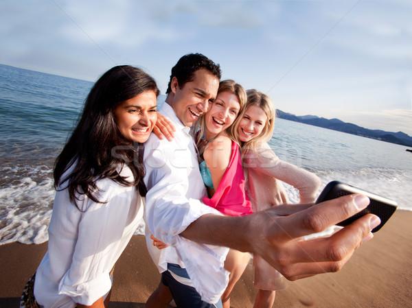 Vakantie zelfportret groep vrienden camera Stockfoto © SimpleFoto
