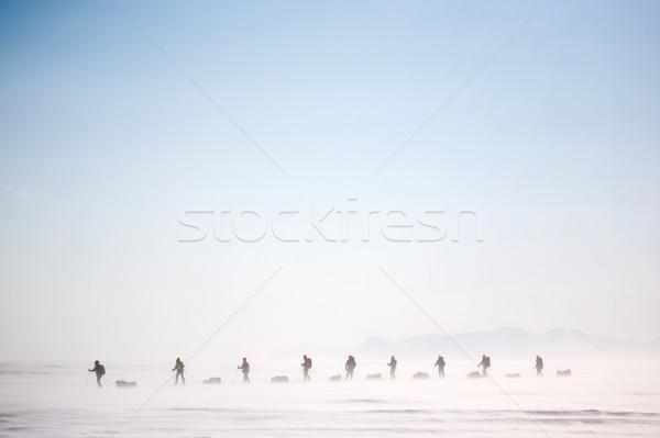 Winter wildernis avontuur groep mensen expeditie sneeuwstorm Stockfoto © SimpleFoto
