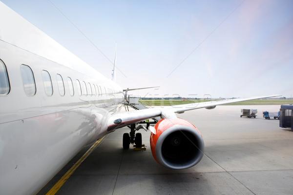 самолет аэропорту плоскости двигатель крыло самолет Сток-фото © SimpleFoto