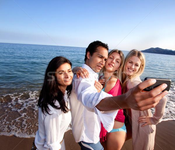 Handy Porträt Gruppe Freunde Aufnahme Selbstporträt Stock foto © SimpleFoto