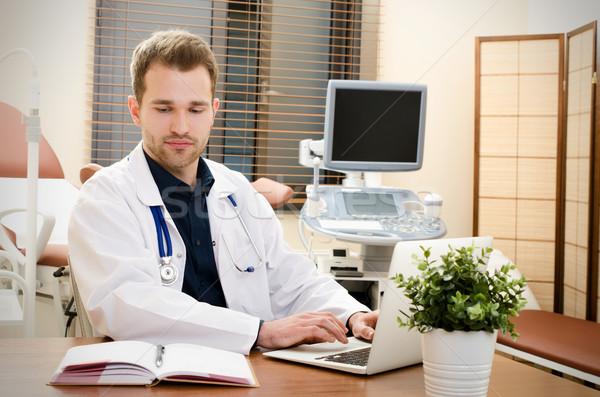Orvos nőgyógyász dolgozik iroda ultrahang irodai munka Stock fotó © simpson33