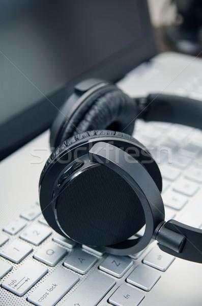 ワイヤレス ヘッドホン ノートパソコンのキーボード 音楽 ビジネス ストックフォト © simpson33
