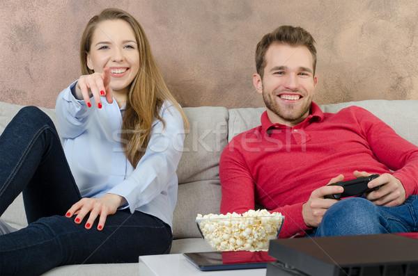 Par tempo livre jogar jogo vídeo casal Foto stock © simpson33