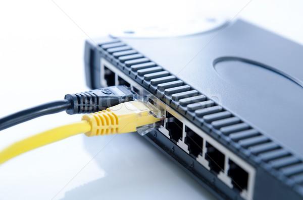 Réseau switch appareil ethernet câbles blanche Photo stock © simpson33